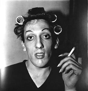 24.t-Diane_Arbus_a_young.JPG